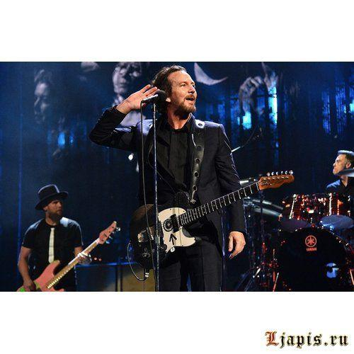 Pearl Jam выпустили песню Obey The Law Of The Heart